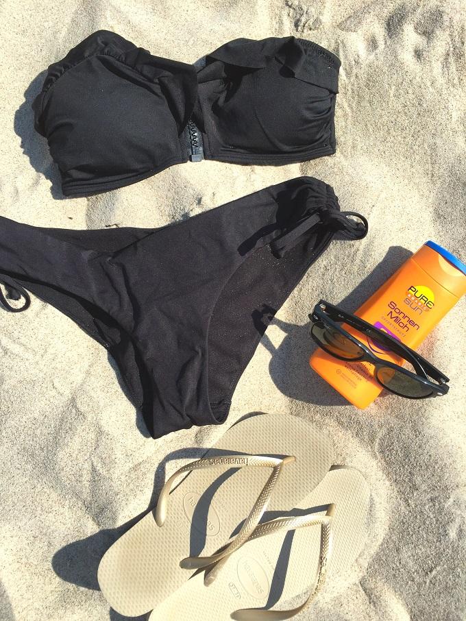 Beach Essentials_Bikini_Sonnenmilch_Strandtuch