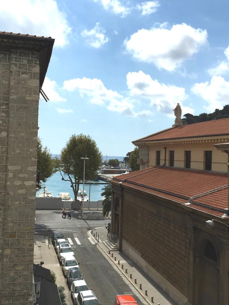 Blick auf den Hafen Nizzas