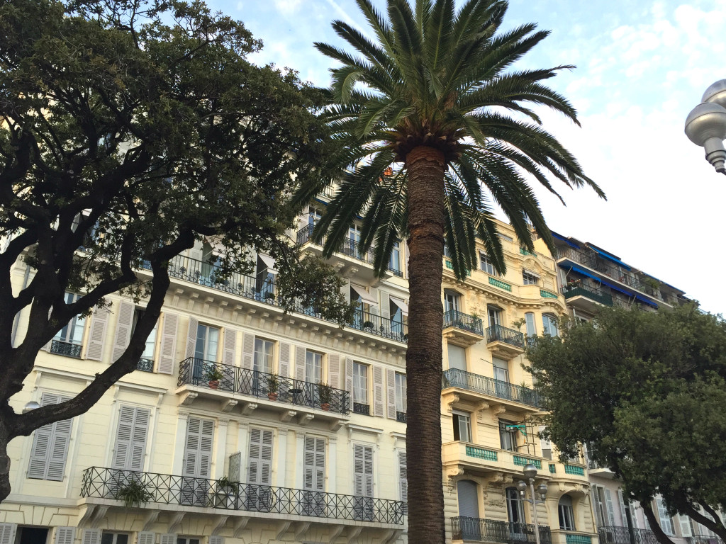 Hausfassade an Nizzas Promenade