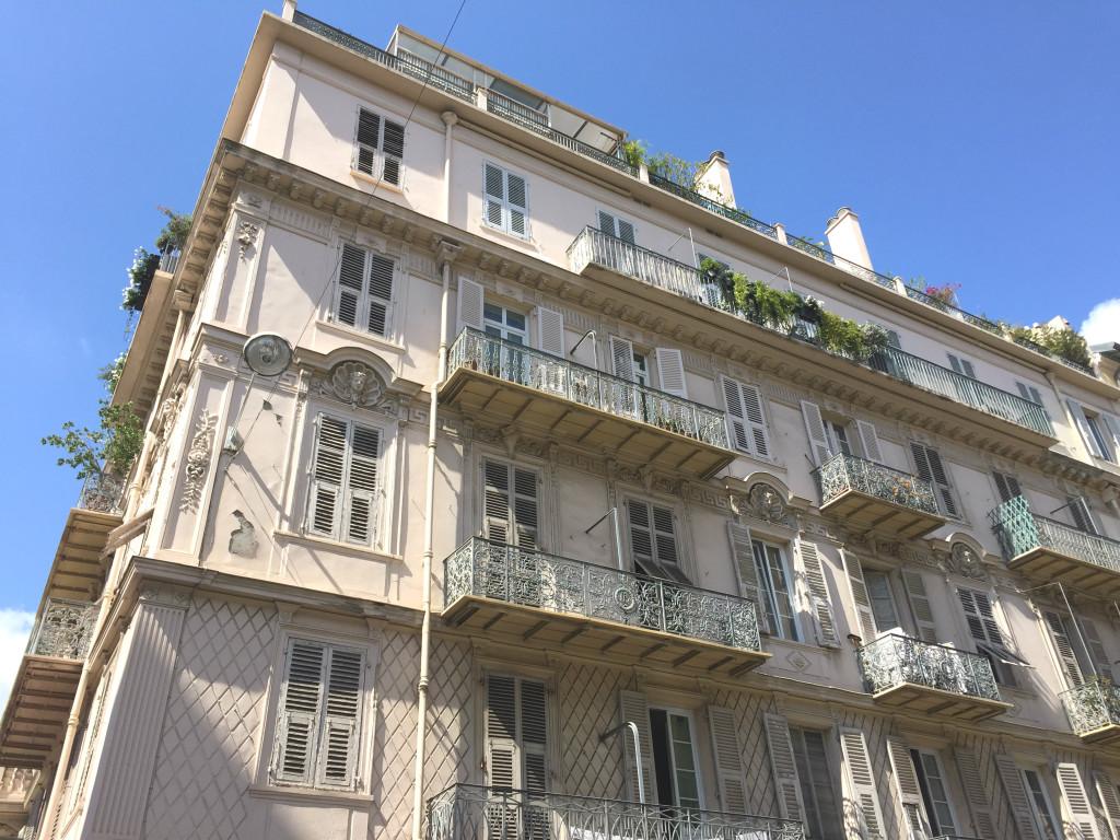Nizza_Hausfassade am Hafen
